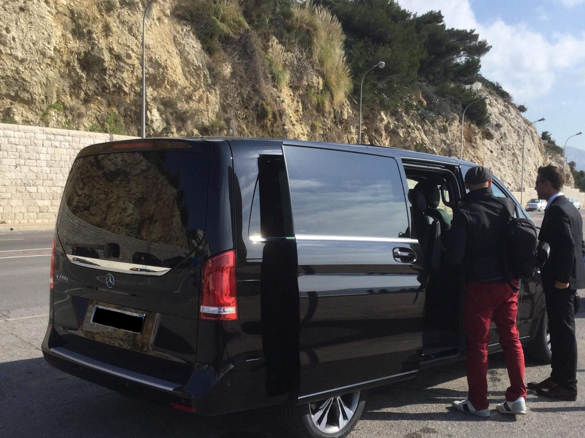 mise disposition d 39 un mini van mercedes class v avec chauffeur priv au d part de marseille. Black Bedroom Furniture Sets. Home Design Ideas
