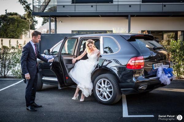 location d 39 une voiture de luxe avec chauffeur pour un mariage d couvrez notre formule forfait. Black Bedroom Furniture Sets. Home Design Ideas